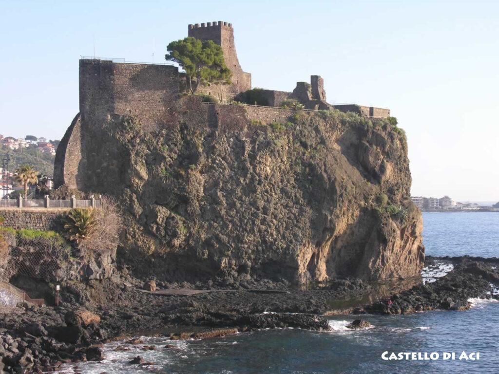 2017-Castello-di-Aci-didascalia